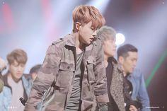 Donghyuk Ikon, Military Jacket, Hair Color, Fashion, Moda, Field Jacket, Haircolor, Fashion Styles, Military Jackets