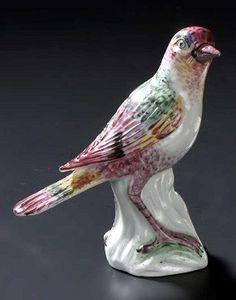 En vente mercredi 13 avril 2016 par Oger et Blanchet à Paris : Mennecy Statuette en porcelaine tendre représentant un oiseau posé sur un tronc, décor polychrome. XVIIIe siècle. H. : 11 cm. Est. 1 000 - 1 500 euros.