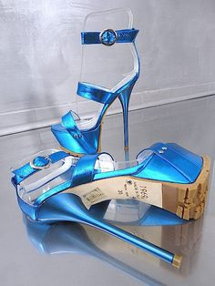 SEXY HIGH HEELS www.reverbnation.com/mrslic404