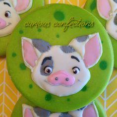 Moana Cake Pua And Hei Hei Cake Ideas Pinterest