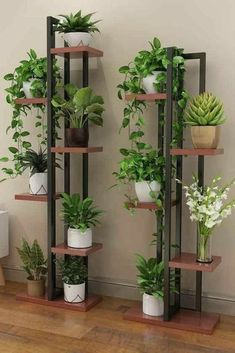 House Plants Decor, Plant Decor, Decorating Your Home, Diy Home Decor, Flower Stands, Plant Shelves, Home Room Design, Diy Furniture, Upcycled Furniture