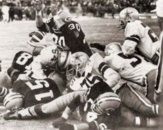 Green Bay ~v~ Cowboys in the Ice Bowl The Packers won 21 to 17 Cowboys Vs Packers, Packers Football, Dallas Cowboys, Greenbay Packers, Football Players, Packers Gear, Cowboys Football, School Football, School Sports