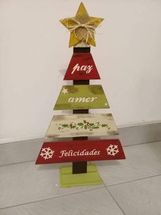 Wooden Christmas Crafts, Pallet Christmas Tree, Country Christmas Decorations, Christmas Signs Wood, Christmas Tree Design, Christmas Art, Christmas Projects, Christmas Themes, Xmas