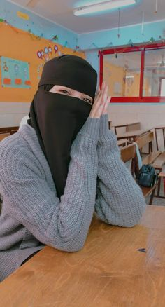 Arab Girls Hijab, Muslim Girls, Muslim Women, Hijab Niqab, Mode Hijab, Hijab Outfit, Teen Girl Poses, Cute Girl Poses, Niqab Fashion