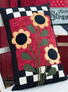 Such a cheerful pillow to make for spring - we <3 the rick-rack stems!
