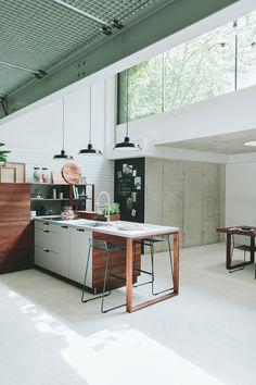 Sichtbeton kombiniert mit Holz. Wunderbar! Industrial, Kitchen, Home Decor, Ingolstadt, Household, Timber Wood, Homes, Cooking, Decoration Home