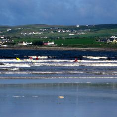 Lahinch, Ireland Travel Tourism, Travel Tips, Ireland Holiday, Clare Ireland, Life Touch, Surfing Photos, County Clare, Cliffs Of Moher, Emerald Isle