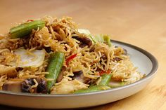 Vegan Chow Mei: Chinese stir fried noodles with Napa Cabbage, Sugar Snap Peas and Portabella Mushrooms {Via Vegan Vermonter}