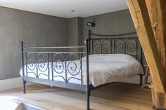 Bedroom painted in Fresco lime paint - kalkverf - Kalkfarbe- kalkmaling - colour Thunder Sky. Lime Paint, Bedroom Paint Colors, Paint Colours, Mineral Paint, Fresco, Wall Decor, Pure Products, The Originals, Interior