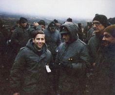 Prisioneros de guerra. En el centro de la imagen el VGM LLambias Pravaz, Marcelo Alberto y en el margen superior derecho el VGM Balza, Martin Antonio.