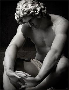 Escultura de Perraud -   Despair ( Desespero ) Museu  d'Orsay em Paris.