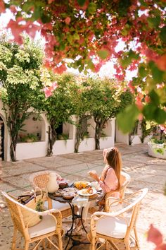 Photos and trip details from our recent R&R visit to Hacienda San Rafael, a charming escape located just outside of Seville, Spain. Jeanne En Provence, San Sebastian Spain, Hacienda Style, Hacienda Homes, Paradise On Earth, Gal Meets Glam, Spanish Style, Spanish Revival, Spanish Colonial