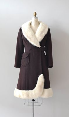 1960s coat / fur collar / 60s wool / Nilakka coat