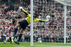 Best save of all-time? My favourite! David Seaman, Historical Pictures, Goalkeeper, Great Pictures, Arsenal, Soccer, Football, History, Goaltender