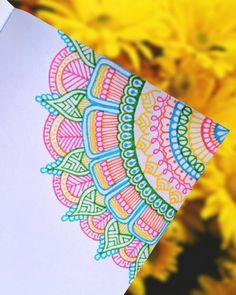 """Soy Liz y ✍ en Instagram: """"Details♡ #zentangliz #zentanglecondani #zentanglemandalalove #mandala #mandalaart #mandalalove #mandalaflower #mandalatattoo #design…"""""""