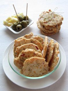 Croccantini al bacon - Best finger food list Party Finger Foods, Finger Food Appetizers, Bite Size Snacks, Savoury Biscuits, Buffet, B Food, Sugar Free Recipes, Appetisers, Food Lists