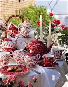 Red and White China Tea Set red pretty white tea setting tablescape china dishes Vibeke Design, Red Cottage, Cottage Style, Red Kitchen, Chocolate Pots, China Patterns, My Tea, Decoration Table, Decorations