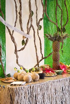 This jungle themed party is amazing! How to make a pineapple palm tree, DIY table skirt, DIY tree vines, jungle themed food and more! via Henseler Henseler Halterman Jungle Food, Jungle Book Party, Jungle Theme Parties, Safari Party, Party Themes, Party Ideas, Book Birthday Parties, Birthday Ideas, Zoo Birthday