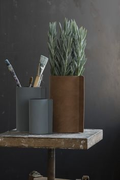 Design Glas #Vase mit Leder Block in L von #LindDNA - gefunden bei #KONTOR1710