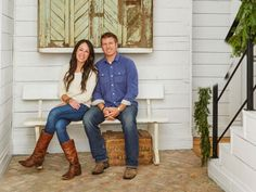 HGTV Magazine has the ultimate guide to the Fixer Upper stars' signature design moves.