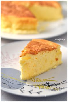 "Japanese ""Cotton"" Cheesecake - soft, fluffy, crust-less cheesecake - Looks so yummy!"