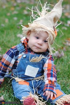 30 halloween costume ideas for kids!Whether you\'re looking for a Halloween costume for yourself your . a dozen Halloween parties to go to because I was swimming in great costume ideas. Baby First Halloween Costume, Cute Baby Costumes, Halloween Costumes Scarecrow, Halloween Costume Contest, Halloween Fun, Costume Ideas, Toddler Halloween, Halloween Parties, Premier Halloween