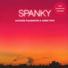 The Hamburg native musician and actor Jacques Palminger and his 440Hz Trio prescribed themself a long time ago to the jazz from the wonderland for adults and released their new album »Spanky Und Seine Freunde« (engl.: Spanky and his friends)!