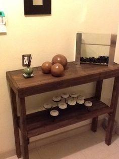 Mesa de entrada hecha de un pallet de madera, entintado chocolate. DIY!!