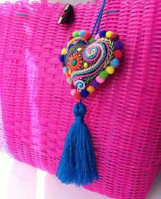 Bead Embroidery Jewelry, Textile Jewelry, Fabric Jewelry, Beaded Embroidery, Hand Embroidery Stitches, Embroidery Patterns, Crochet Patterns, Felt Crafts Diy, Arts And Crafts
