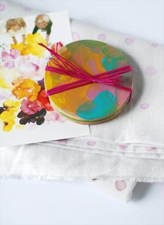 3 gorgeous last-minute Mother's Day crafts for preschoolers (or anyone, really), by Lisa Tilse/We Are Scout. Diy Mother's Day Crafts, Mother's Day Diy, Craft Stick Crafts, Preschool Crafts, Crafts To Make, Kid Crafts, Craft Ideas, Homemade Gifts For Mom, Diy Gifts For Mothers