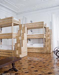 Lisbonne The independent et ses lits en aggloméré brut.