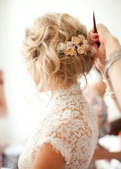 Beautiful lace dress and fresh flowers in her hair. Stunning bridal look…
