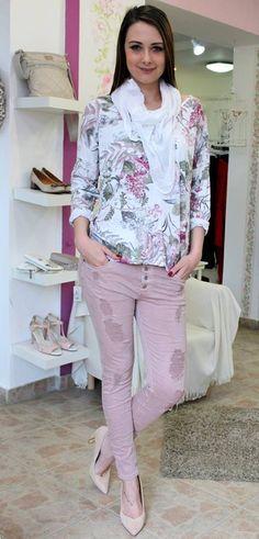 Mauve staccato jeans Trouser Jeans, Trousers, Mauve, Capri Pants, Fashion, Bebe, Trouser Pants, Moda