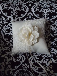 DIY ringbearer pillow? I think yes!