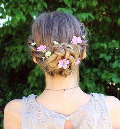 Apanhado com tranças e flores