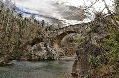 Puente sobre el río Muga. #santllorençdelamuga #emporda #girona #nice #niceshots #paseos #walking #turismo #tourism #momentos #moments #freelife #freelifestyle #buenasvibraciones #goodvibes #gypsysoul #nikon