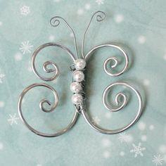 Perhonen alumiinilangasta Wire Crafts, Jewelry Crafts, Diy And Crafts, Wire Wrapped Jewelry, Wire Jewelry, Jewelery, Beads And Wire, Metal Beads, Wire Art Sculpture