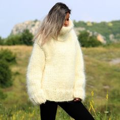 Hand Knit Mohair Sweater Off-White Fuzzy Turtleneck 10 strands Handgestrickte pullover by Extravagantza Thick Sweaters, Wool Sweaters, Sweaters For Women, Handgestrickte Pullover, Angora, Mohair Sweater, Off White Color, Sweater Outfits, Hand Knitting