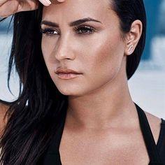 57.9 millones seguidores, 259 seguidos, 1,614 publicaciones - Ve las fotos y los vídeos de Instagram de Demi Lovato (@ddlovato)