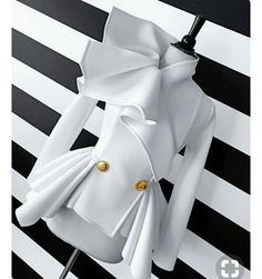 NOVEL 5 (Neckline for coat of Cal's traveling outfit) White Fashion, Look Fashion, Fashion Details, Fashion Show, Womens Fashion, Fashion Design, Classy Outfits, Chic Outfits, Ropa Color Pastel