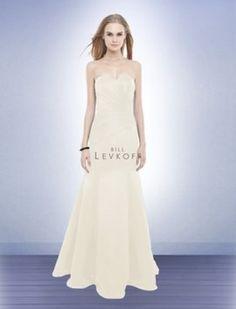 Bill Levkoff 178 Wedding Dress. Perfect for destination wedding or for a reception dress.