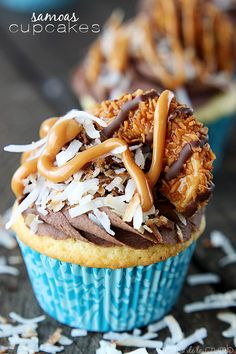 Moist vanilla cupcakes topped with a fluffy chocolate frosting, toasted coconut, caramel drizzle and Samoas Girl Scout cookies! by @Tiffany [Creme de la Crumb]