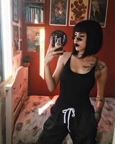 Today we have the most stylish 86 Cute Short Pixie Haircuts. Pixie haircut, of course, offers a lot of options for the hair of the ladies'… Continue Reading → Short Hair With Bangs, Hairstyles With Bangs, Short Hair Cuts, Short Hair Styles, Short Black Hair, Black Hair Fringe, Black Bob, Style Grunge, Grunge Look