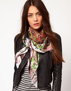 I love the scarf..... so pretty.