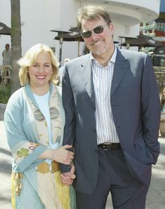 Genie Francis and Jonathan Frakes. Genie Francis, Star Trek Actors, Jonathan Frakes, Luke And Laura, Ron Howard, Sweet Pic, Famous Couples, General Hospital, All Star