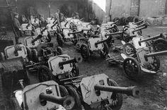 """1945, Poméranie, Des Raketen-Panzerbüchse 43 """"Püppchen"""" de 8,8cm de prise  """