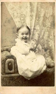 Raro ver una expresión tan divertida en una imagen del 1800. Lindo