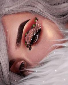 Creative And Gorgeous Christmas Makeup Ideas For The Big Holiday; Christmas Makeup Looks; Holiday Makeup Looks; Glam Makeup, Eyeshadow Makeup, Makeup Art, Beauty Makeup, Makeup Glowy, Makeup Light, Green Eyeshadow, Make Up Looks, Makeup Guide