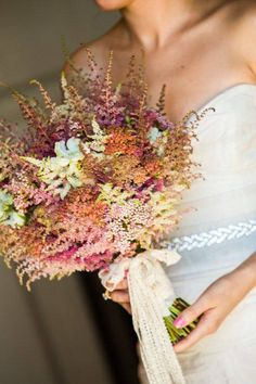 Ramo de novia otoñal de Astilbe en diferentes colores. #bodas #ramodenovia #otoño