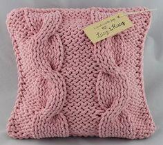 Poduszka z różowymi  warkoczami